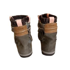 Clarks Women's Aria Frost Ankle Boot | Taupe